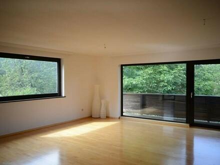 Mietwohnung mit Terrasse, Balkon und Blick ins Grüne!