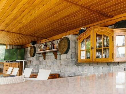 Viel Platz und Welness Oase mit Salzwasser Pool, Chill Zone + 3 x 145m² Wohnen