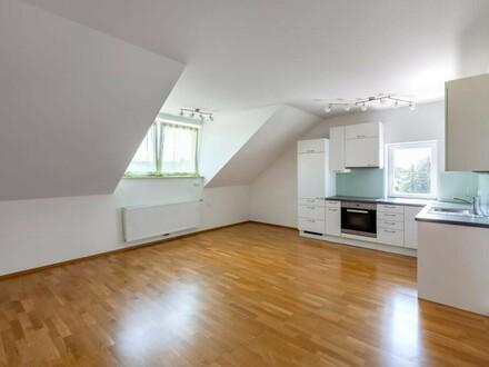 2-Zimmer-Wohnung im Dachgeschoss!