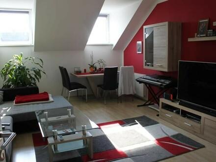 schöne und großzügige Wohnung mit Balkon
