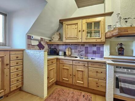 Schmucke Wohnung mit uriger Küche!