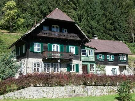 Villa mit Blick über den Traunsee - Sanierungsbedarf!