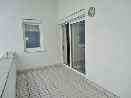 VERKAUFT - Helle Wohnung mit großem Balkon