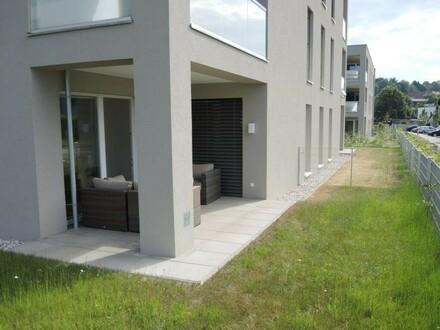Überdachte Terrasse mit Eigengarten