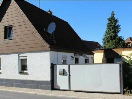 Kleines Haus auf großem Grund