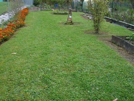 Gepflegtes Gartengrundstück mit Häuschen