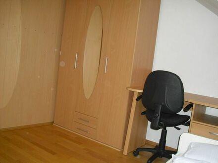 Neuwertiges 12m2 möbliertes WG-Zimmer, sehr ruhige Lage,