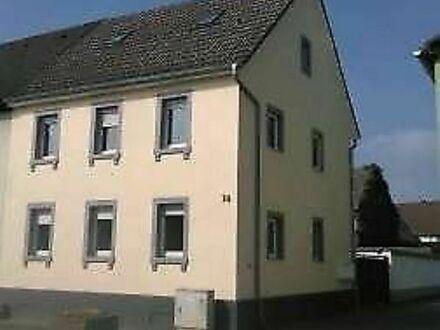 Tolles Haus mit 3 Wohnungen, 2ZKB, 3ZKB und 3 ZKB!