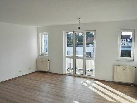 Provisionsfrei: Vollständig renovierte 2-Zi.-Wohnung mit TG