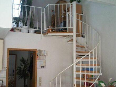 Moderne 2 Zimmerwohnung plus Große Galerie im 2 Stock mit ca. 20 qm, 2 Balkonen und TG Stellplatz
