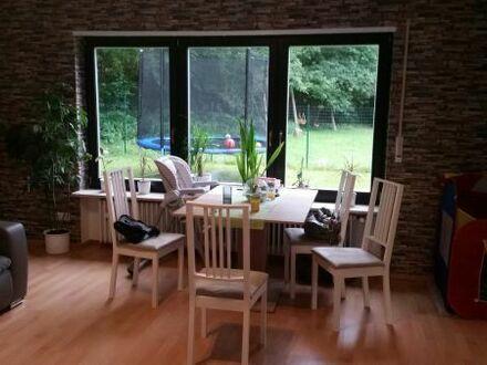 4 Zimmer Küche Bad Gäste WC Balkon Garten Keller und Garage zu vermieten