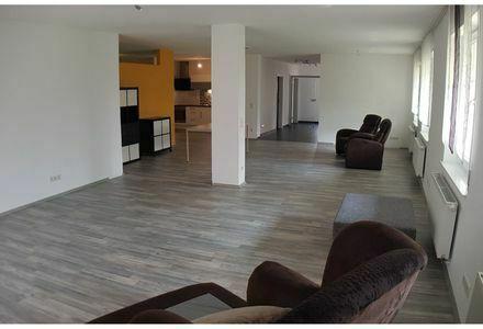 Helle, Exclusive 3,5-Zimmer-Wohnung mit Terrasse, Carportstellplatz und EBK in 78588 Denkingen