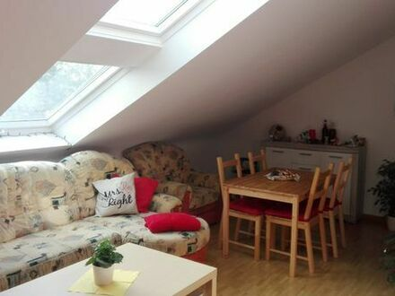 Schöne, helle 3 Zimmer Dachgeschosswohnung in freundlicher Hausgemeinschaft zu vermieten