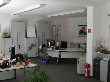 Helle Büroräume, mit Terrasse und guter Anbindung