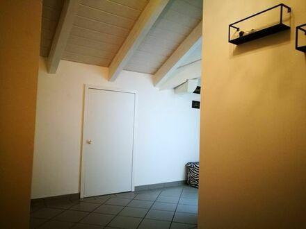 2 Zimmer Dachgeschoss Wohnung mit Balkon zum 01.06 zu vermieten