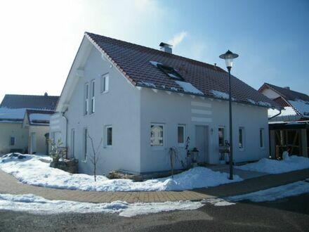 Warmmiete 690,00 Euro - Stilvolle 3,5 Zimmer-DG-Wohnung mit großer Terrasse