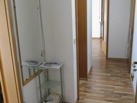 2 Zimmer Dachgeschoßwohnung zum 16.11. o. 1.12. an Einzelperson 295.- + 105.- NK + 885.- Kaution