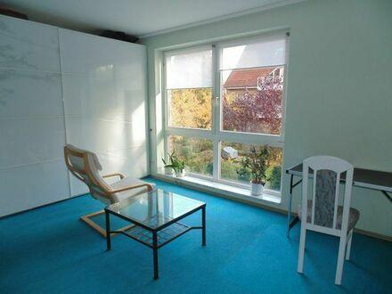 schönes ruhiges Zimmer mit eigenem D-Bad, suche Frau als Mitbewohnerin, gern älter
