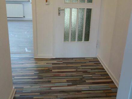 Aufwendig renovierte helle Wohnung im 2.OG, 47m2, 2,5 R.
