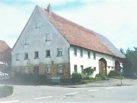 3-stöckiges altes Bauernhaus mit Stall