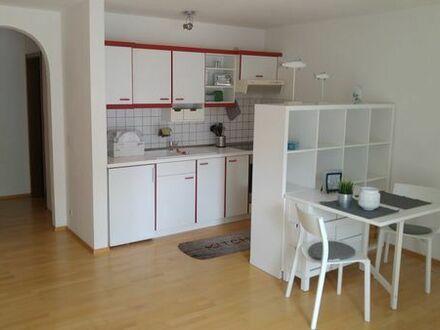 Modern möblierte 1 Zimmer Wohnung mit Parkett, Küche, Bad mit Badewanne, S-Balkon